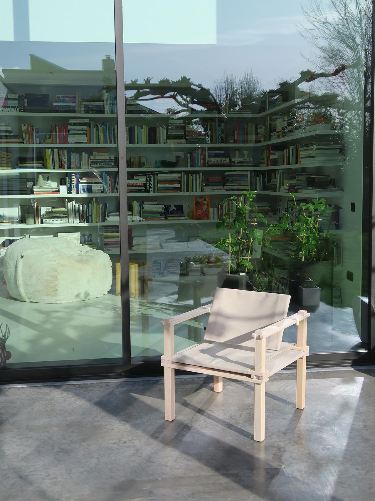 maatwerk gebogen boekenrek-vetsak-zigzag stoel van Gerrit Rietveld/magnetwood table van Raphael Charles-in/outdoor stoel famer van Gerd Lange